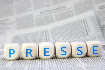 Presse Würfel auf Tageszeitungen