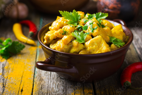 Fotobehang Voorgerecht Spicy chicken and chickpeas curry