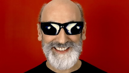 Hypnoglasses hide scary eyes