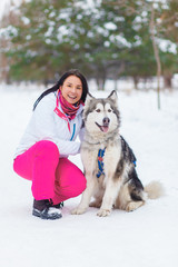 woman to train a dog in winter