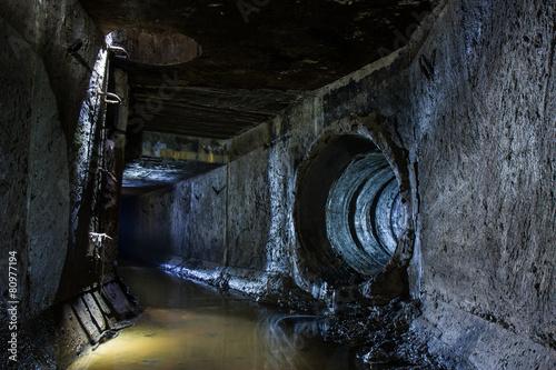 Fotobehang Tunnel Подземна река