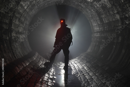 Staande foto Tunnel Подземная река