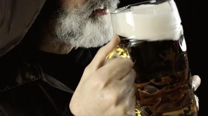 Friar big beer mug foam detail