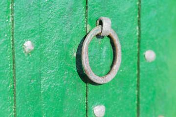 Tirador de una puerta antigua.