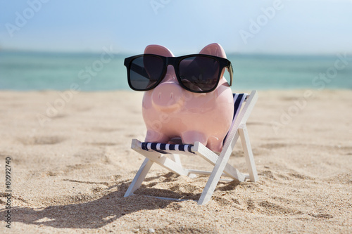 Leinwandbild Motiv Piggy Bank With Sunglasses