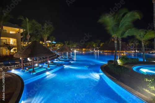 swimming pool - 81011125