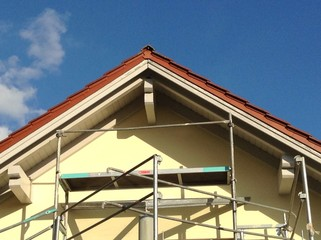 Maler Gerüst für Arbeiten an der Hausfassade