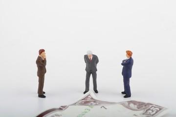 uomini d'affari davanti ad una banconota - miniature