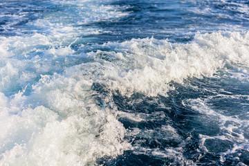 Speed boat wake