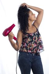 chica latina cabello secador