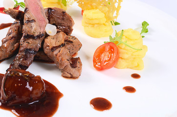 Tenderloin of veal with a sauce figs