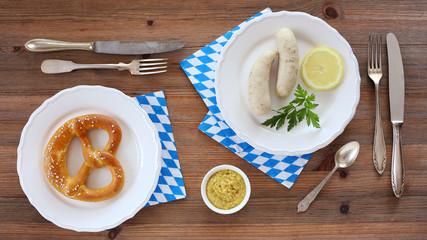 Weißwürste, Senf und Bretzel