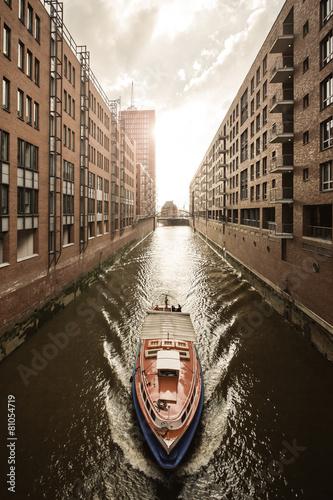 Leinwanddruck Bild Speicherstadt im Abendlicht – Hamburg