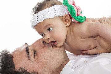 Papá con bebé de cuatro meses