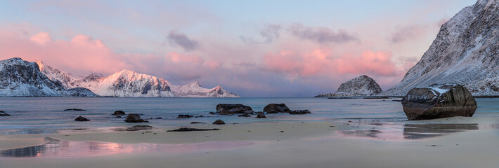 Sunrise at Haukland Beach, Lofoten © elena_suvorova