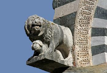 Leone e ariete; scultura, chiesa S. Bartolomeo, Pistoia