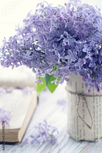 Bouquet of purple lilac spring flowers - 81082719