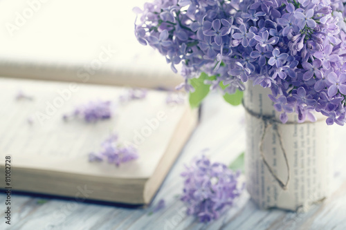 Foto op Plexiglas Lilac Bouquet of purple lilac spring flowers