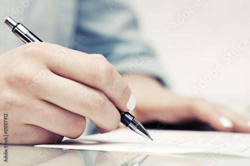 Leinwandbild Motiv Business woman signing contract