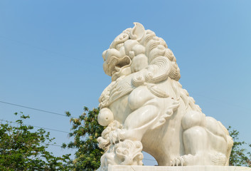white lion stone carving under the sunlight