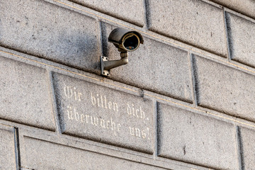 Überwachungskamera an einem Gebäude