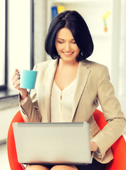 businesswoman at home with laptop and cup