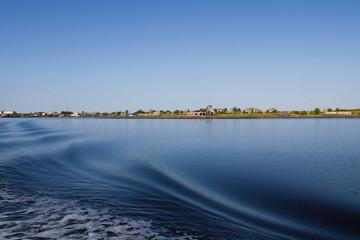 Белое море, на горизонте Рабочеостровск. Карелия. Россия
