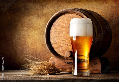 Leinwanddruck Bild Wooden barrel and beer