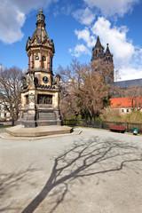 Kriegsdenkmal und Dom Magdeburg