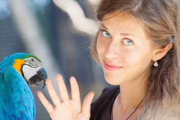 Young woman discussion with parrot