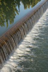 Salto de agua de un canal