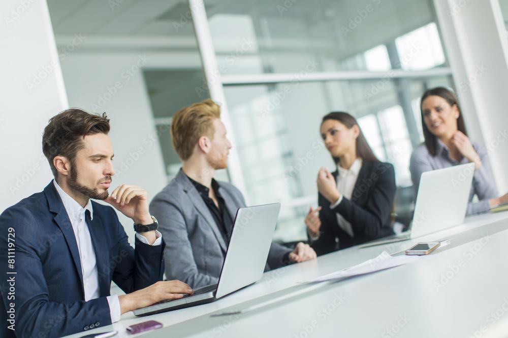 spotkanie ludzie firmowy - powiększenie