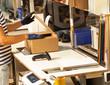 Leinwanddruck Bild - Versandhandel - Kommissionierer am Packtisch