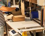 Versandhandel - Scannen der Packliste - 81129361