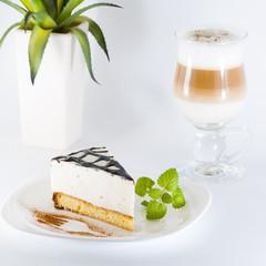 Торт и капучино