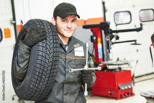 tire repairman auto mechanic - 81133702