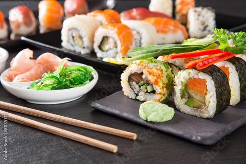 Papiers peints Poisson Japanese seafood sushi set