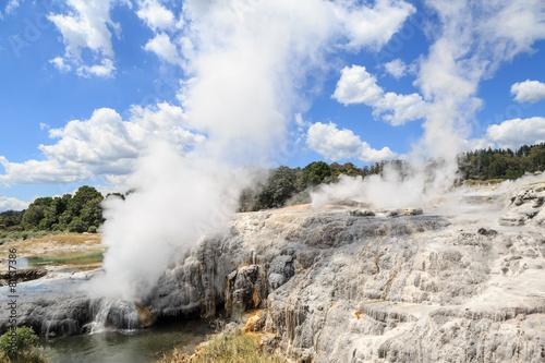 Fotobehang Nieuw Zeeland Te Puia hot sources and geysirs