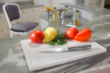 Vegetables on board grooved on the home kitchen