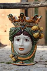 Oggetto d'arte in ceramica