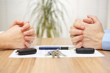 Divorce agreement. Wife and husband can not make settlement