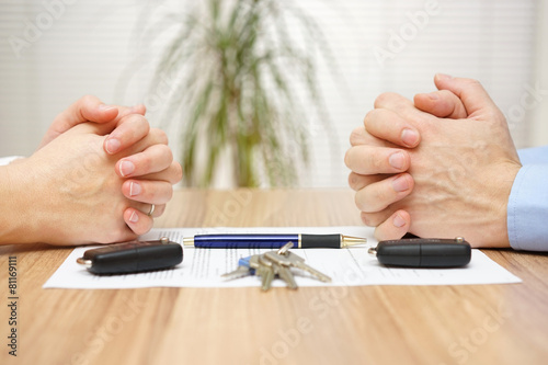 Divorce agreement. Wife and husband can not make settlement - 81169111