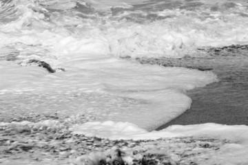 écume de mer en noir et blanc