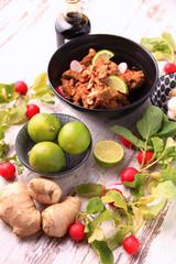 manzo speziato thai con anacardi
