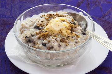 The porridge oats in a glass bowl.