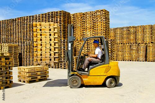 Forklift handling - 81181323