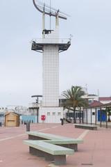 Banco y torre.