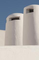 Dos chimeneas blancas