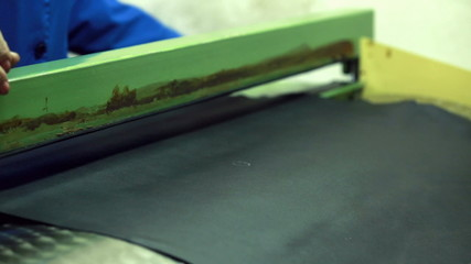 Searching of defects on leather material for shoe