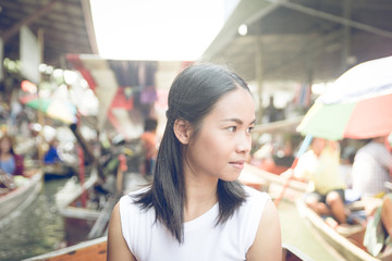 thai girl at the floating market